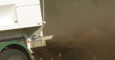 fertiliser-spreading-composted-manure-309-web